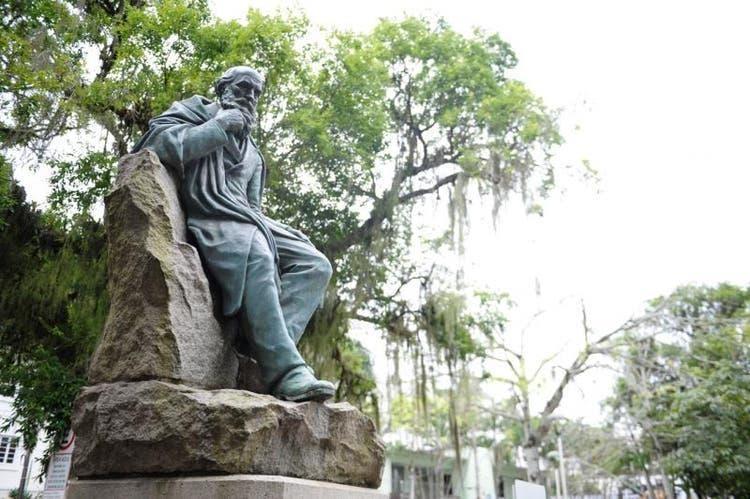 Estátua de Fritz Müller em Blumenau.(Foto: Patrick Rodrigues, BD)