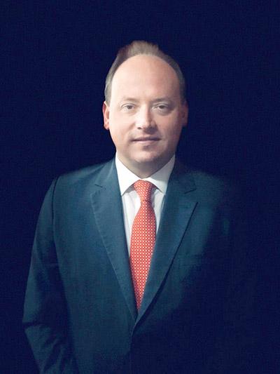 Jones Pereira é advogado, inscrito na OAB/SC 40884, especialista em Direito Imobiliário, sócio integrante da Firma Lopes, Hostins & Pereira Advocacia e Assessoria.