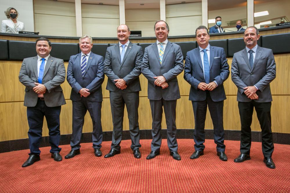 Os integrantes da Mesa Diretora da Assembleia Legislativa, eleitos no dia 1º de fevereiro. FOTO: Rodolfo Espínola/Agência AL